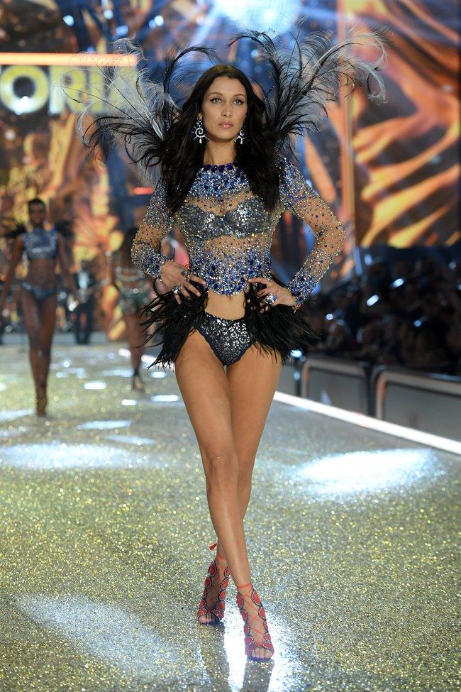Chiêm ngưỡng loạt hình ảnh nóng bỏng tay trong Victorias Secret Fashion Show 2016! - Ảnh 57.