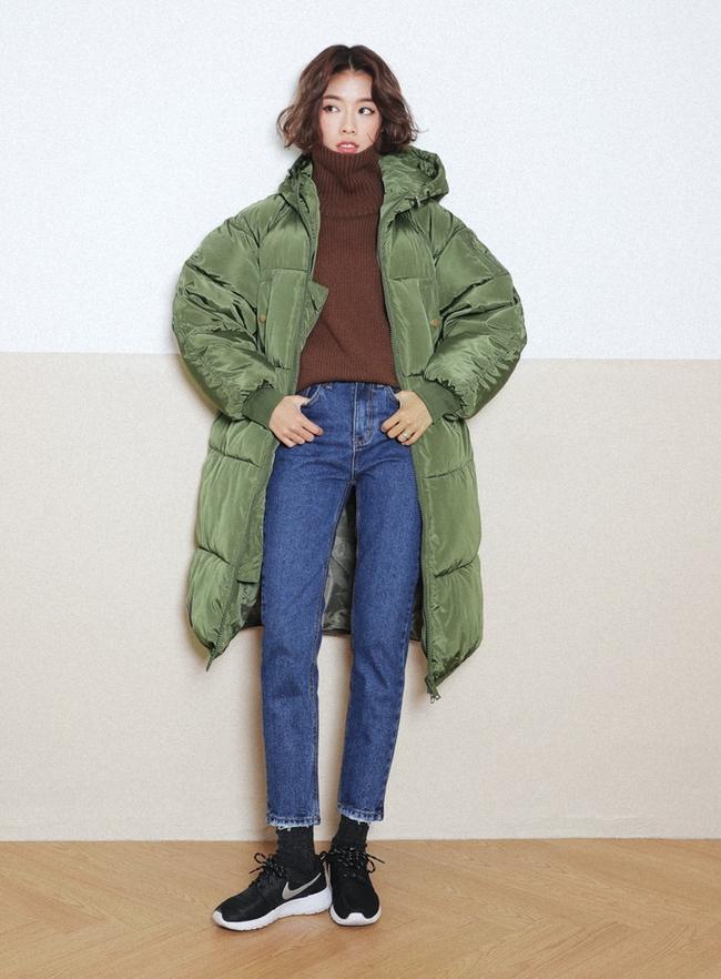 Mùa của những chiếc áo len cổ lọ đã đến, và đây là 7 cách diện thật chuẩn item này - Ảnh 32.