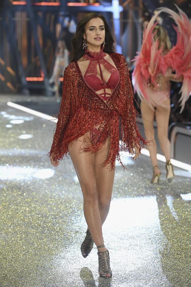 Chiêm ngưỡng loạt hình ảnh nóng bỏng tay trong Victorias Secret Fashion Show 2016! - Ảnh 61.