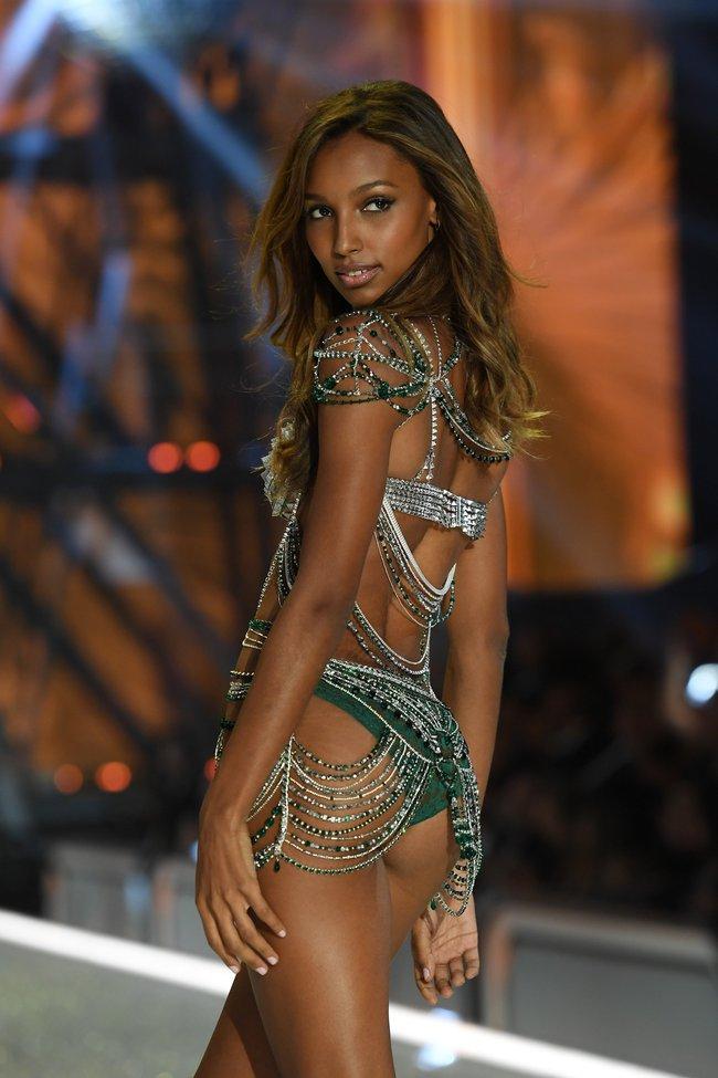 Chiêm ngưỡng loạt hình ảnh nóng bỏng tay trong Victorias Secret Fashion Show 2016! - Ảnh 7.