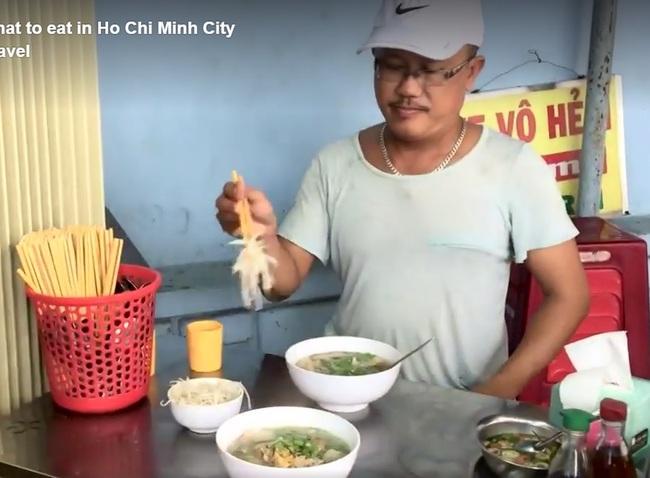 Ốc, bánh tráng trộn Sài Gòn được khen hết lời trên truyền hình Mỹ - Ảnh 5.