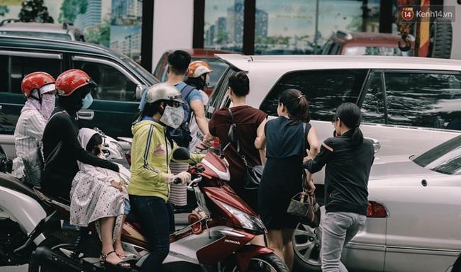 Phát điên, ngộp thở vì cảnh giờ nào cũng kẹt xe, chỗ nào cũng kẹt xe ở Sài Gòn - Ảnh 7.