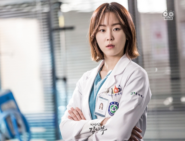 Romantic Doctor, Teacher Kim - Ngành Y lại tỏa sức hấp dẫn trên màn ảnh nhỏ Hàn dịp cuối năm - Ảnh 9.