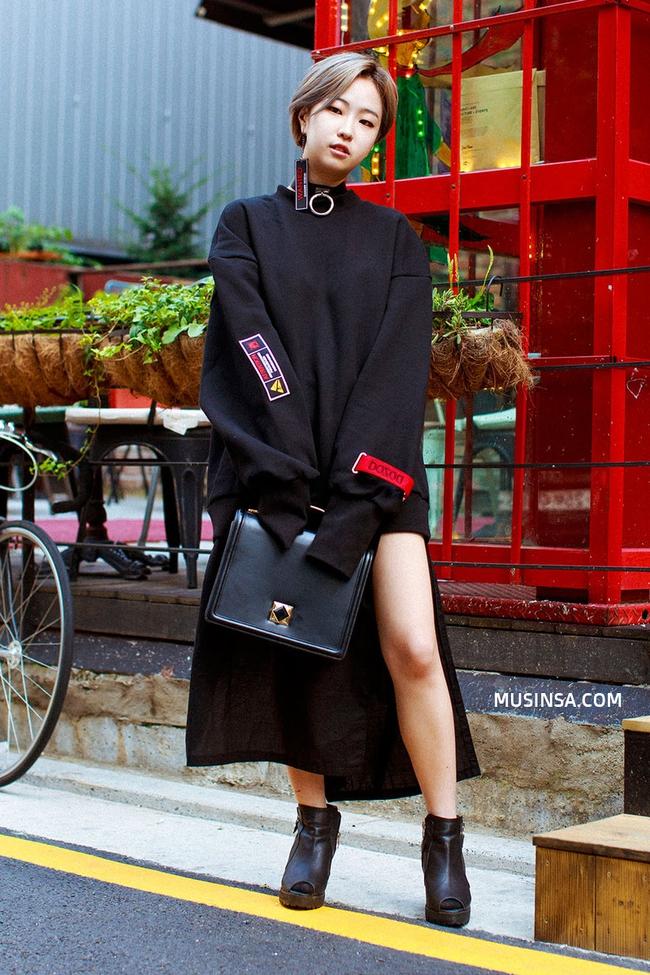 Ngắm street style giới trẻ thế giới, bạn sẽ thấy mặc chất chẳng bắt buộc phải cầu kỳ - Ảnh 5.