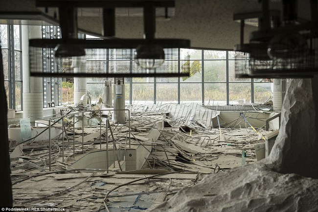 Chùm ảnh: Những bức hình ám ảnh về thị trấn ma sau thảm họa nhà máy hạt nhân Fukushima, Nhật Bản 2011 - Ảnh 8.
