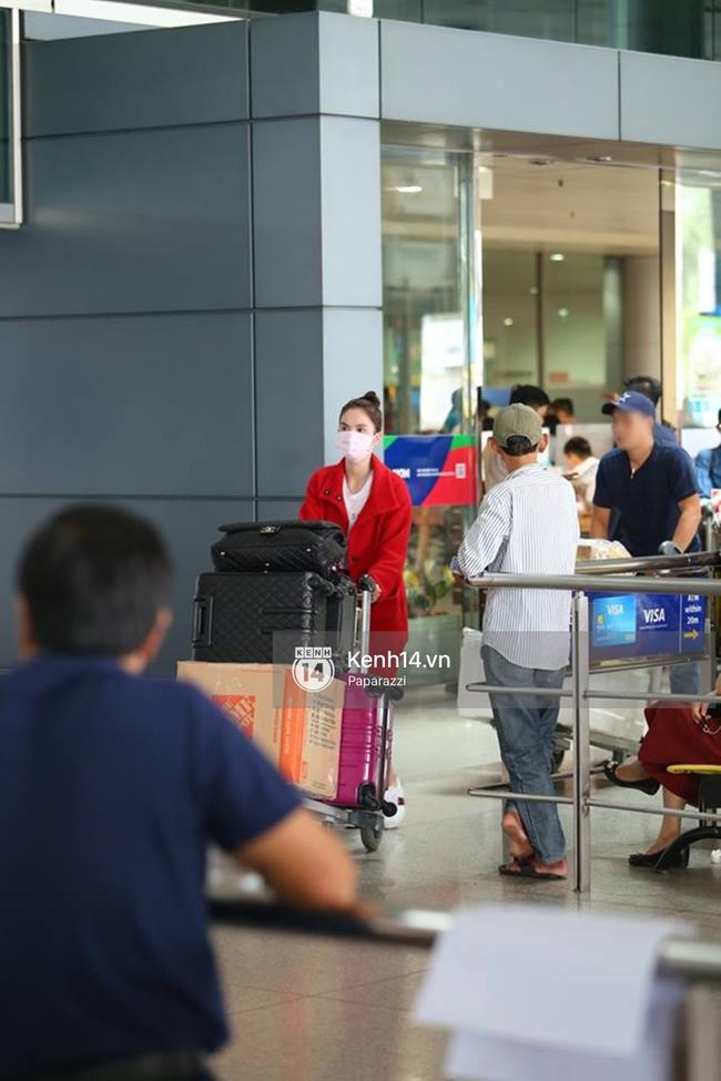 Ngọc Trinh gặp rắc rối với hành lý khi vừa về tới Việt Nam - Ảnh 8.
