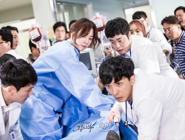 Romantic Doctor, Teacher Kim - Ngành Y lại tỏa sức hấp dẫn trên màn ảnh nhỏ Hàn dịp cuối năm - Ảnh 10.