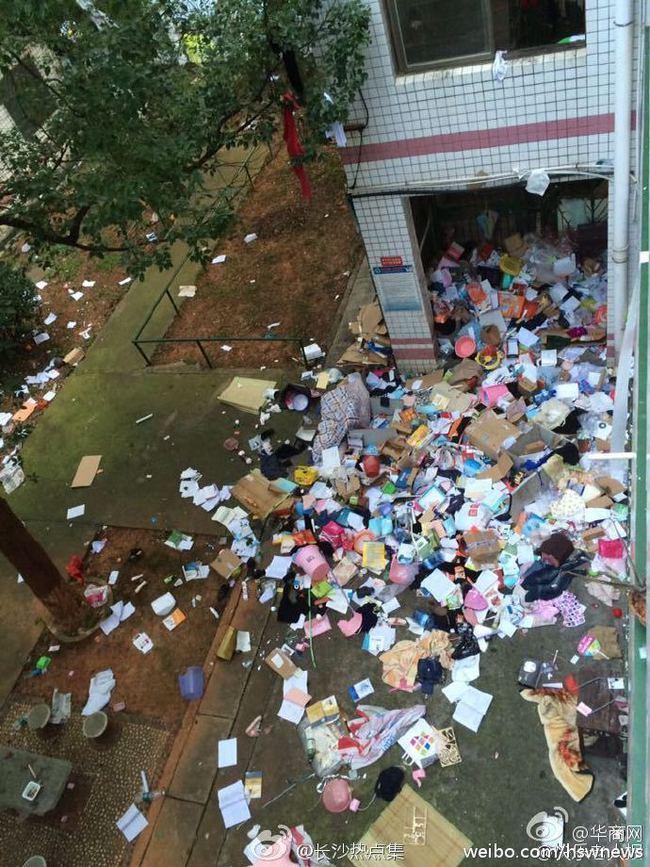 Không thể tin nổi bãi rác này chính là ký túc xá của sinh viên Trung Quốc! - Ảnh 9.