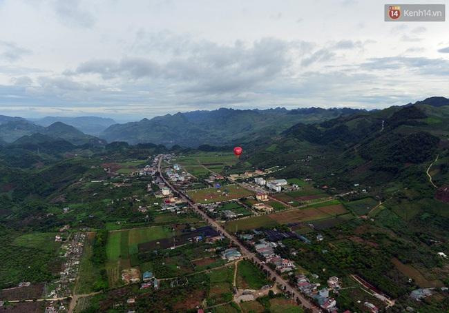 Trải nghiệm ngắm cao nguyên Mộc Châu trên khinh khí cầu khổng lồ - Ảnh 9.