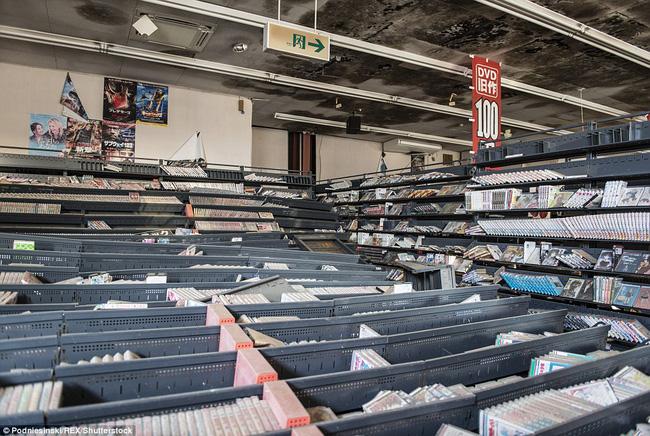 Chùm ảnh: Những bức hình ám ảnh về thị trấn ma sau thảm họa nhà máy hạt nhân Fukushima, Nhật Bản 2011 - Ảnh 9.