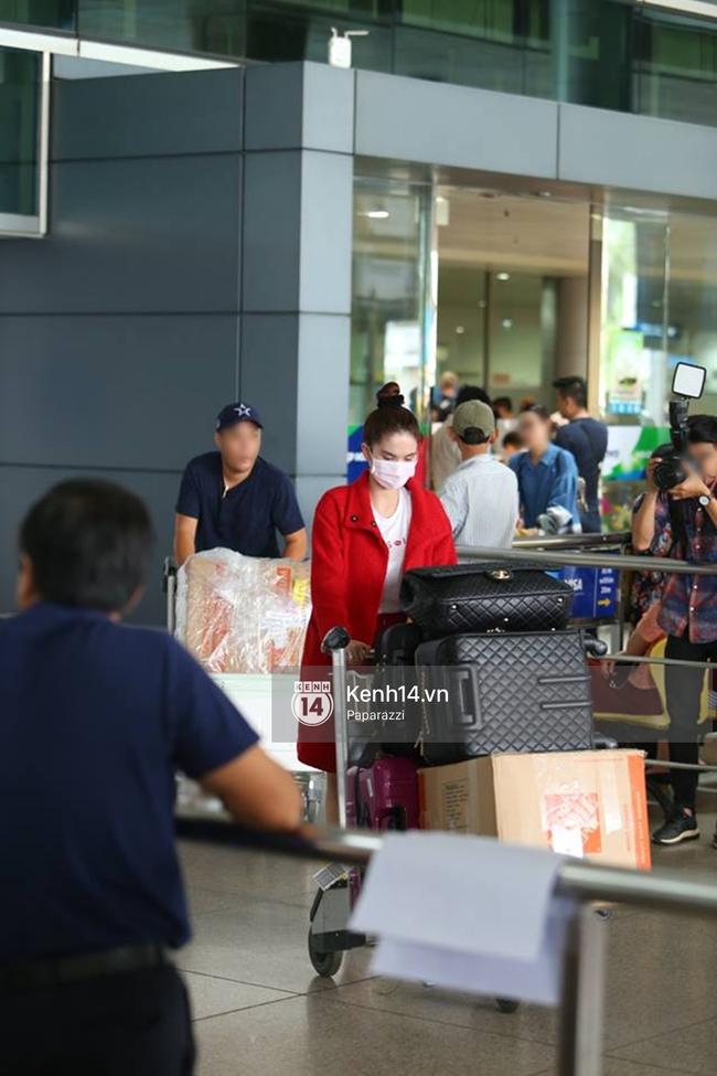 Ngọc Trinh gặp rắc rối với hành lý khi vừa về tới Việt Nam - Ảnh 9.