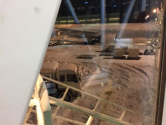 Tuyết rơi dày, hàng trăm du khách Trung Quốc náo loạn sân bay Nhật Bản vì chuyến bay bị hủy - Ảnh 5.