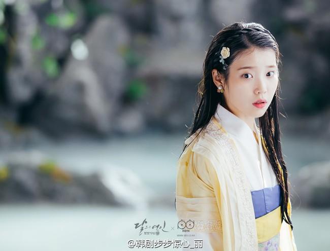 Moon Lovers: Hoàng tử Lee Jun Ki có vượt qua cái bóng Ngô Kỳ Long, IU có làm nên chuyện? - Ảnh 4.