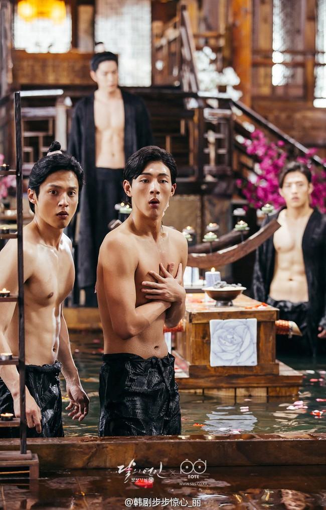 Moon Lovers: Hoàng tử Lee Jun Ki có vượt qua cái bóng Ngô Kỳ Long, IU có làm nên chuyện? - Ảnh 19.