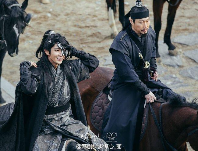 Moon Lovers: Hoàng tử Lee Jun Ki có vượt qua cái bóng Ngô Kỳ Long, IU có làm nên chuyện? - Ảnh 5.