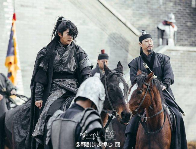 Moon Lovers: Hoàng tử Lee Jun Ki có vượt qua cái bóng Ngô Kỳ Long, IU có làm nên chuyện? - Ảnh 7.