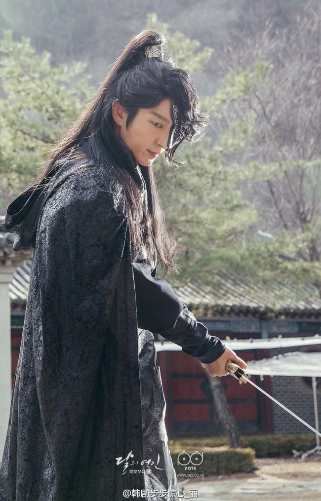 Moon Lovers: Hoàng tử Lee Jun Ki có vượt qua cái bóng Ngô Kỳ Long, IU có làm nên chuyện? - Ảnh 8.