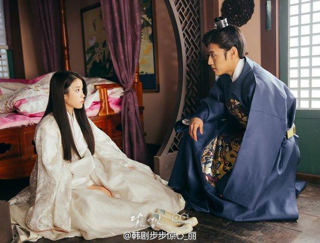 Moon Lovers: Hoàng tử Lee Jun Ki có vượt qua cái bóng Ngô Kỳ Long, IU có làm nên chuyện? - Ảnh 15.