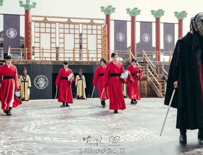 Moon Lovers: Hoàng tử Lee Jun Ki có vượt qua cái bóng Ngô Kỳ Long, IU có làm nên chuyện? - Ảnh 14.