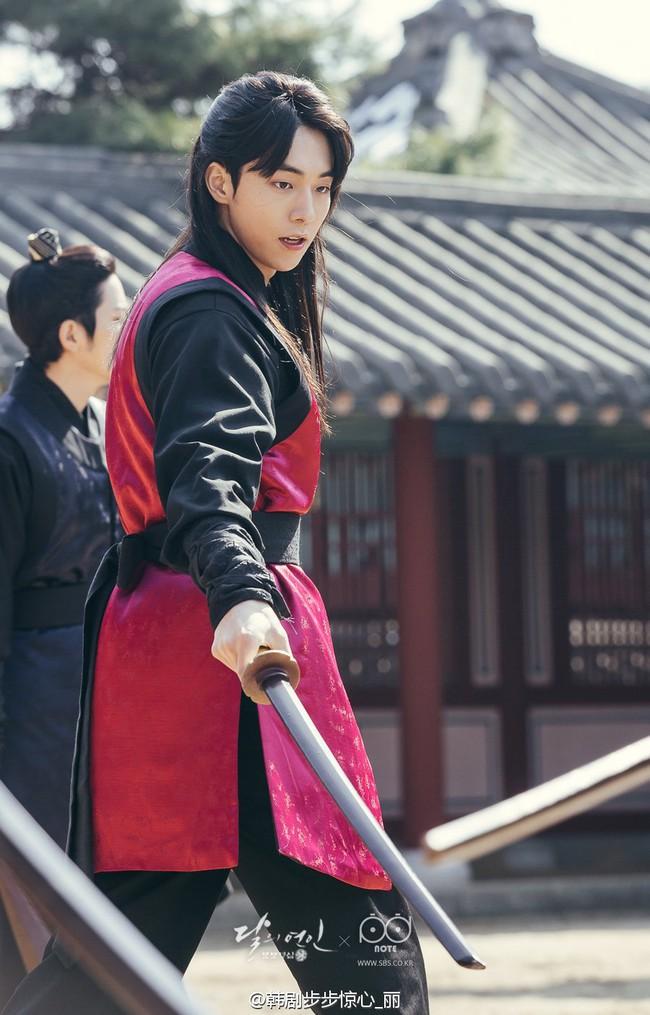 Moon Lovers: Hoàng tử Lee Jun Ki có vượt qua cái bóng Ngô Kỳ Long, IU có làm nên chuyện? - Ảnh 13.