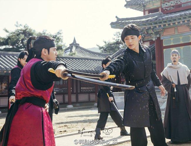 Moon Lovers: Hoàng tử Lee Jun Ki có vượt qua cái bóng Ngô Kỳ Long, IU có làm nên chuyện? - Ảnh 12.