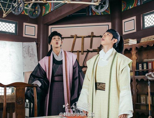 Moon Lovers: Hoàng tử Lee Jun Ki có vượt qua cái bóng Ngô Kỳ Long, IU có làm nên chuyện? - Ảnh 10.
