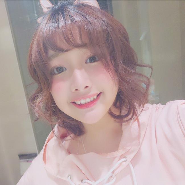 Cô bạn Trung Quốc với nụ cười răng khểnh xinh chả khác gì búp bê - Ảnh 1.