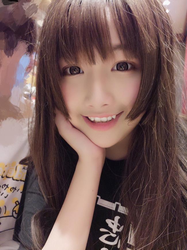 Cô bạn Trung Quốc với nụ cười răng khểnh xinh chả khác gì búp bê - Ảnh 4.