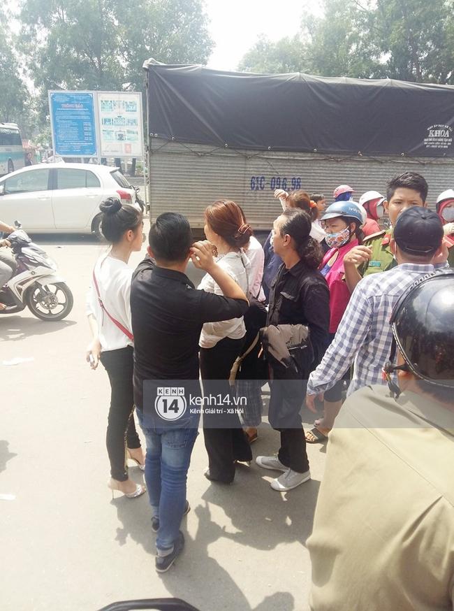 Bắt 2 đối tượng móc túi trong lễ tang Minh Thuận - Ảnh 4.