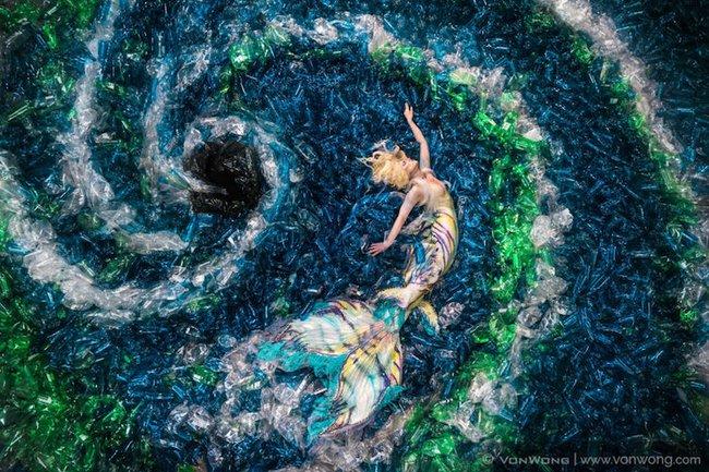 Bộ ảnh nàng tiên cá với sự có mặt của 10.000 chai nhựa cũ - Ảnh 5.
