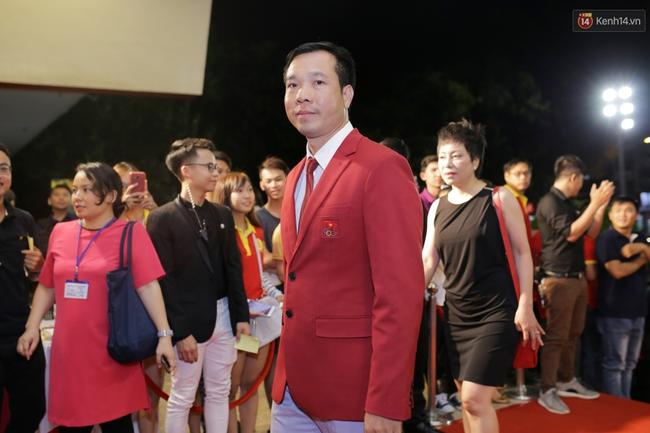 Dàn sao Việt diện váy áo lộng lẫy trên thảm đỏ VTV Awards 2016 - Ảnh 4.
