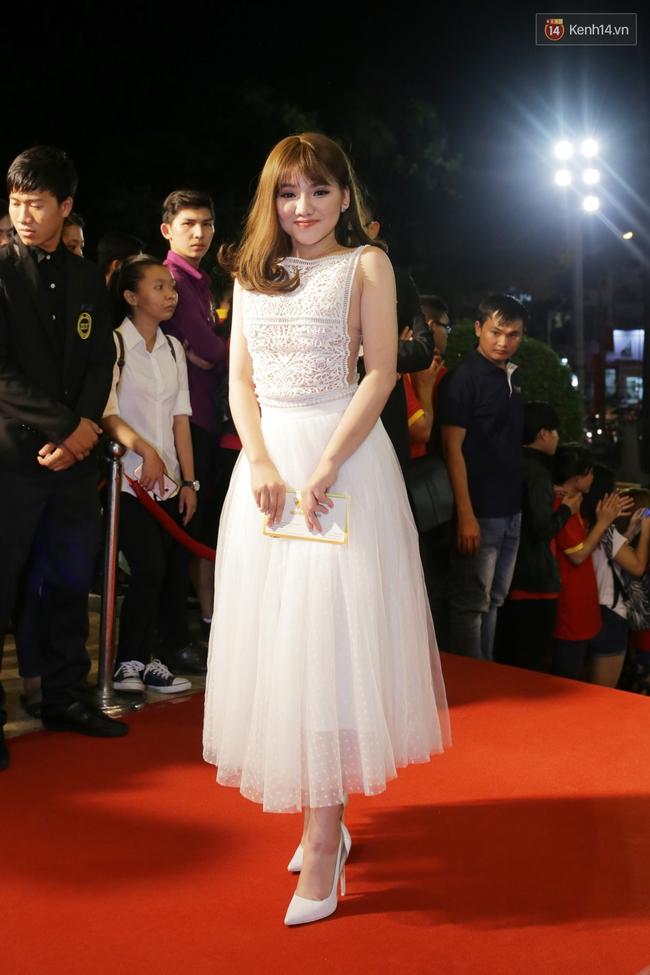 Dàn sao Việt diện váy áo lộng lẫy trên thảm đỏ VTV Awards 2016 - Ảnh 18.