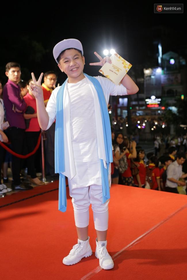 Dàn sao Việt diện váy áo lộng lẫy trên thảm đỏ VTV Awards 2016 - Ảnh 25.
