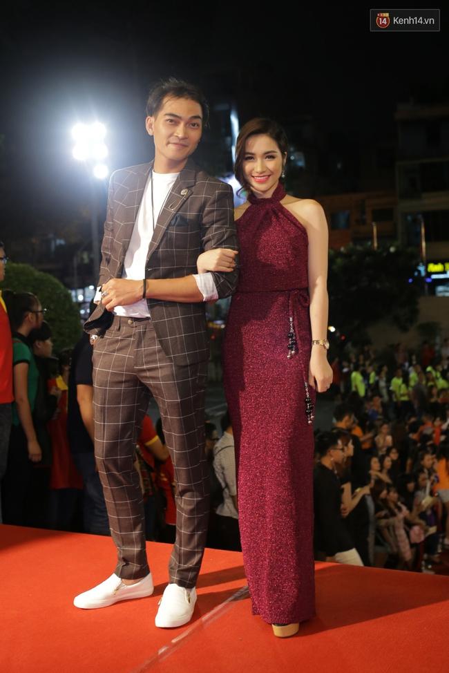 Dàn sao Việt diện váy áo lộng lẫy trên thảm đỏ VTV Awards 2016 - Ảnh 17.