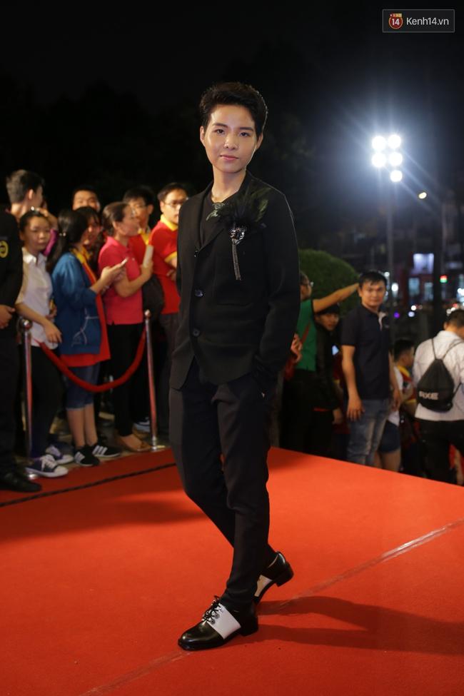 Dàn sao Việt diện váy áo lộng lẫy trên thảm đỏ VTV Awards 2016 - Ảnh 15.