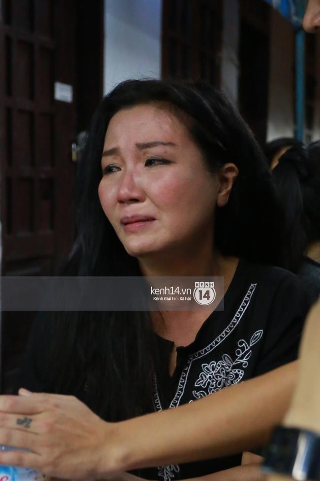 Đồng nghiệp khóc nấc trong tang lễ khi ôn lại kỷ niệm, tháng ngày được Minh Thuận cưu mang - Ảnh 1.