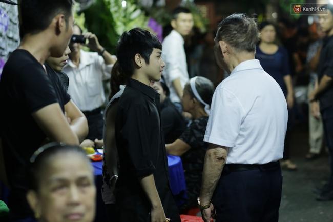 Lễ tang Minh Thuận đêm cuối: Sao Việt đến tiễn đưa người anh, người đồng nghiệp đáng mến! - Ảnh 6.