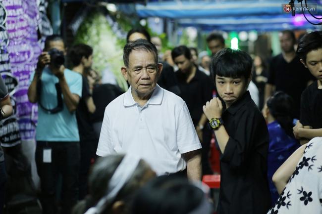 Lễ tang Minh Thuận đêm cuối: Sao Việt đến tiễn đưa người anh, người đồng nghiệp đáng mến! - Ảnh 7.