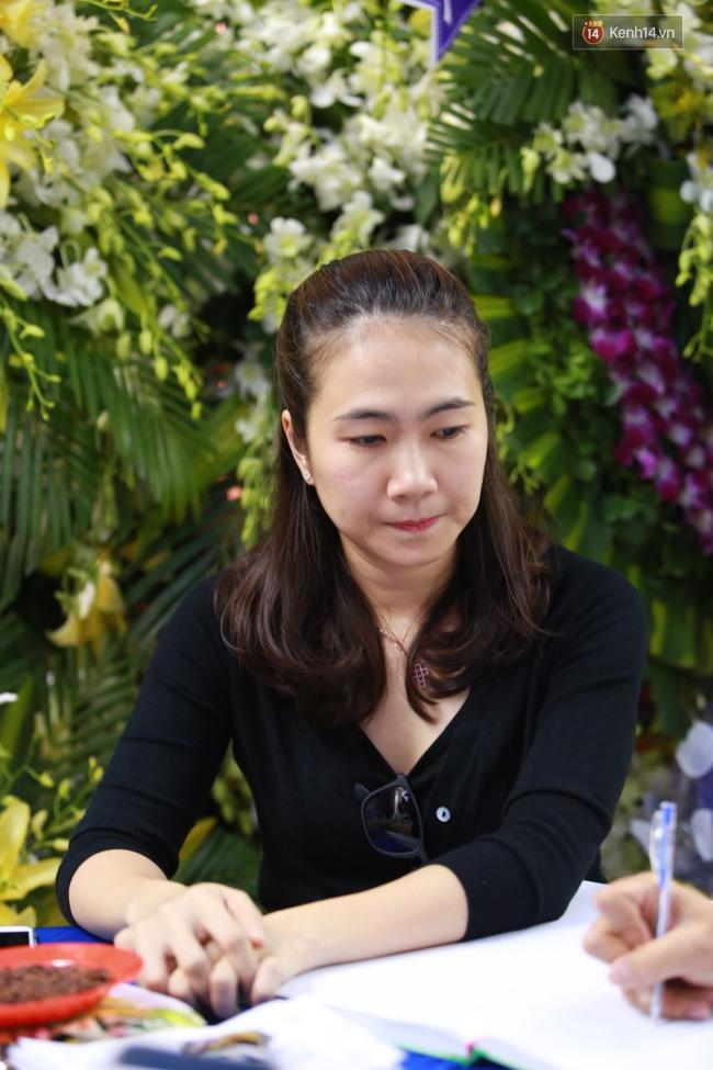 Nghệ sĩ Hoài Linh, Quang Vinh và sao Việt viếng lễ tang của Minh Thuận ngày cuối - Ảnh 9.