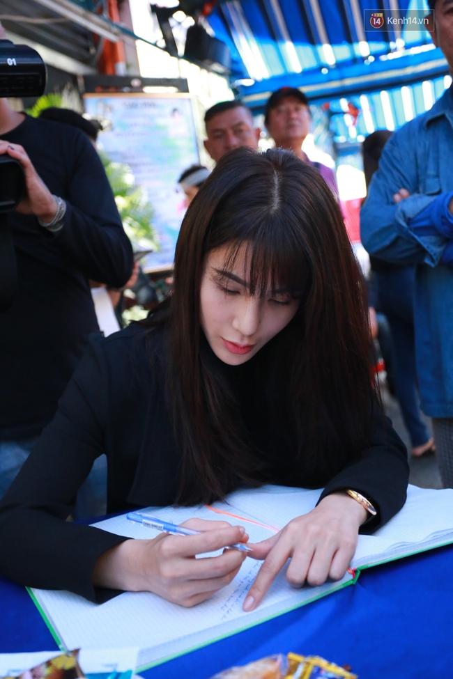 Nghệ sĩ Hoài Linh, Quang Vinh và sao Việt viếng lễ tang của Minh Thuận ngày cuối - Ảnh 16.