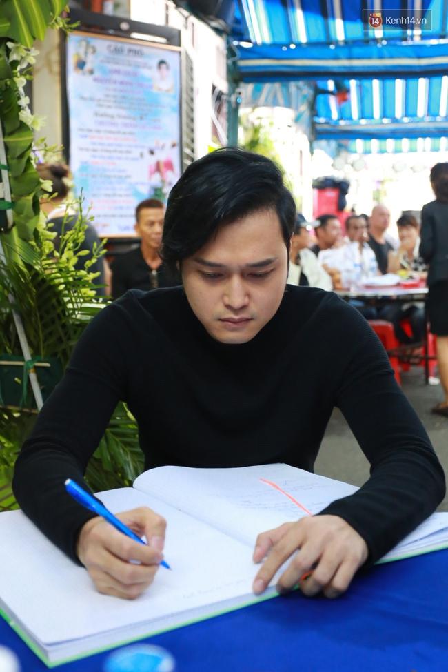 Nghệ sĩ Hoài Linh, Quang Vinh và sao Việt viếng lễ tang của Minh Thuận ngày cuối - Ảnh 11.
