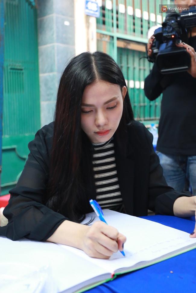 Nghệ sĩ Hoài Linh, Quang Vinh và sao Việt viếng lễ tang của Minh Thuận ngày cuối - Ảnh 12.