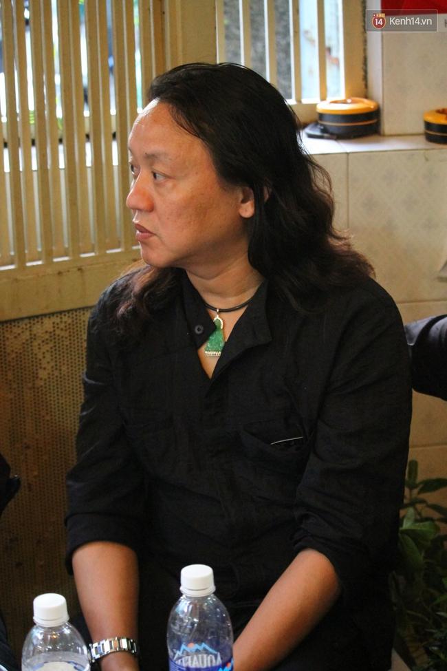 Bố Minh Thuận, Nhật Hào bật khóc xúc động trong tang lễ - Ảnh 1.
