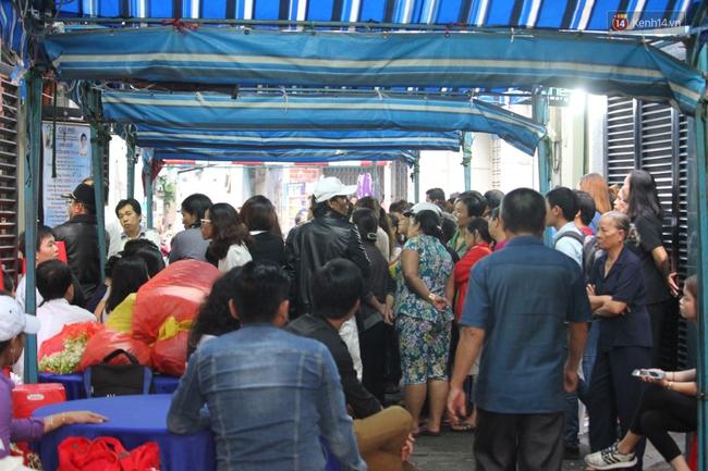 Bố Minh Thuận, Nhật Hào bật khóc xúc động trong tang lễ - Ảnh 5.