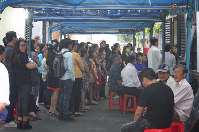 Bố Minh Thuận, Nhật Hào bật khóc xúc động trong tang lễ - Ảnh 4.