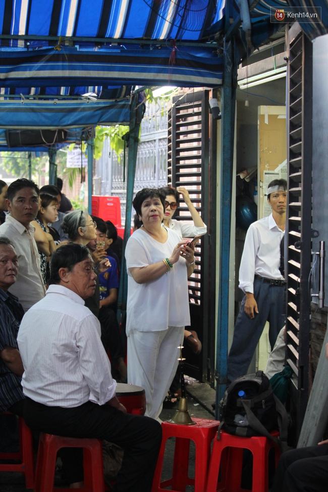 Bố Minh Thuận, Nhật Hào bật khóc xúc động trong tang lễ - Ảnh 6.