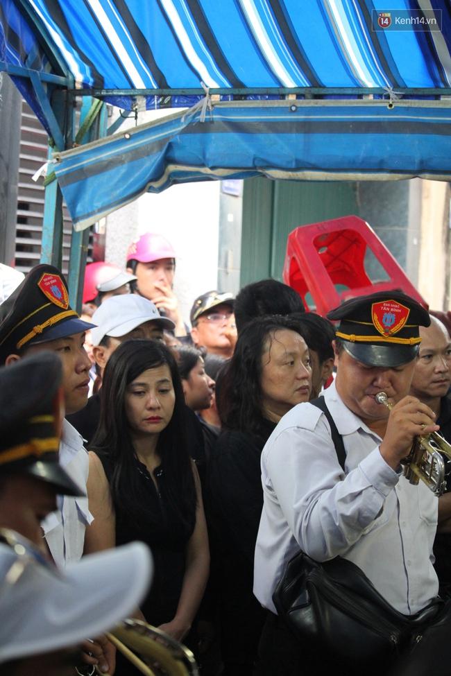 Bố Minh Thuận, Nhật Hào bật khóc xúc động trong tang lễ - Ảnh 9.