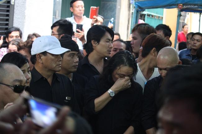 Bố Minh Thuận, Nhật Hào bật khóc xúc động trong tang lễ - Ảnh 11.