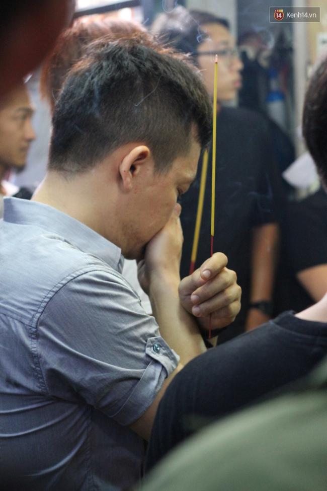 Bố Minh Thuận, Nhật Hào bật khóc xúc động trong tang lễ - Ảnh 21.