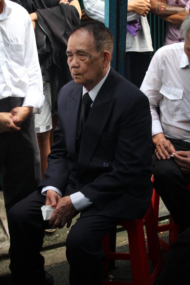 Bố Minh Thuận, Nhật Hào bật khóc xúc động trong tang lễ - Ảnh 16.